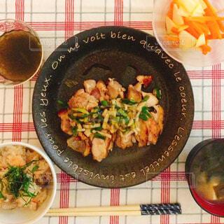 油淋鶏と炊き込みご飯の写真・画像素材[1661718]