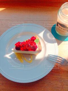 ケーキとカフェラテの写真・画像素材[1661879]