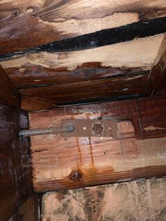 天井裏の雨漏りの写真・画像素材[3251566]