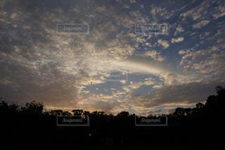 秋の雲の写真・画像素材[1664808]