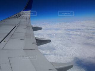 飛行機の窓からの写真・画像素材[1664995]