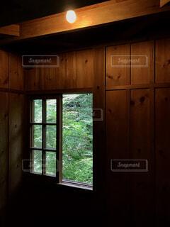 部屋の窓の写真・画像素材[1668064]