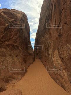 岩が多い山のビューの写真・画像素材[1667741]