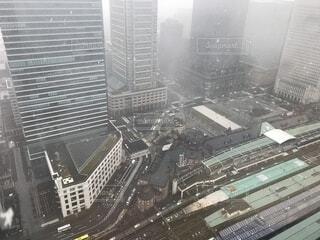 雪降る東京駅の写真・画像素材[1668791]