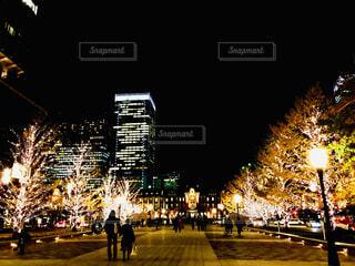 夜の東京駅の写真・画像素材[1673562]