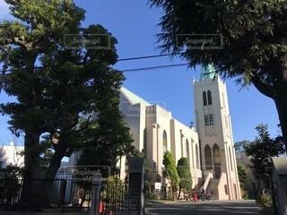 青空と教会の写真・画像素材[1675780]