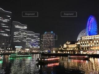 横浜の夜景と船の写真・画像素材[1691740]
