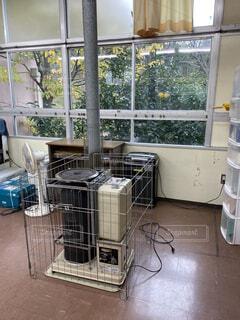 教室の古い暖房器具の写真・画像素材[2951838]