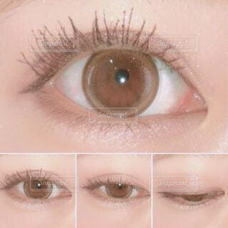 近くに人の目のアップの写真・画像素材[1710854]