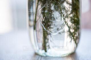 透明なガラスの花瓶の写真・画像素材[3215653]