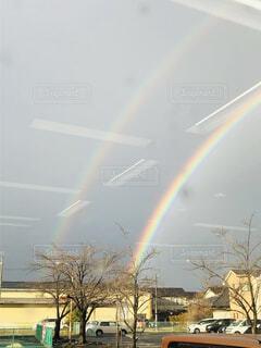 2本の虹の写真・画像素材[4175570]