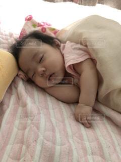 天使の寝顔の写真・画像素材[4175595]