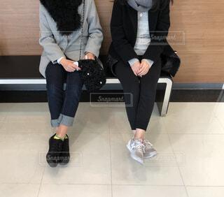 休憩する2人の女性の写真・画像素材[1695621]