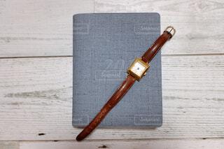 本と時計の写真・画像素材[2332998]