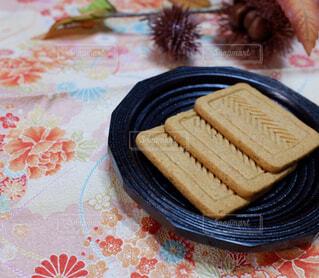 プルーン入りクッキーの写真・画像素材[2410999]