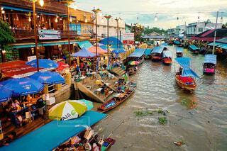 タイの水上マーケットの写真・画像素材[1682411]