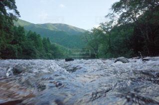 「黒尊川」最後の清流、四万十川の最も綺麗な支流の写真・画像素材[1672133]