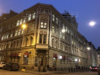 フィンランドの夜の建物の写真・画像素材[2913850]