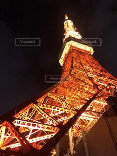夜に見上げる東京タワーの写真・画像素材[2915062]