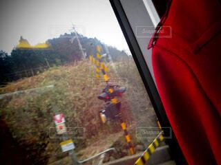 電車の窓から見える景色の写真・画像素材[1682104]