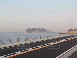 向こうの江ノ島の写真・画像素材[1675212]