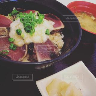 カツオのたたき丼の写真・画像素材[1676756]