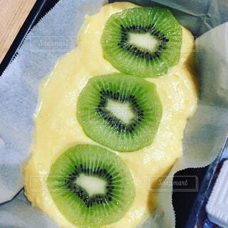 キウィのパウンドケーキの写真・画像素材[1679661]