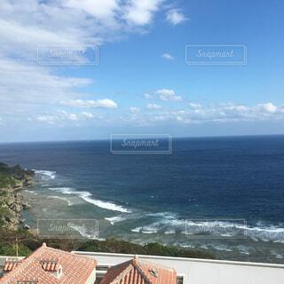 広がる空と青き海の写真・画像素材[1673571]