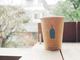 テーブルの上のコーヒー カップの写真・画像素材[1677936]