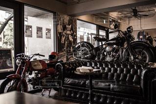家具やバイクでいっぱいの写真・画像素材[1676834]