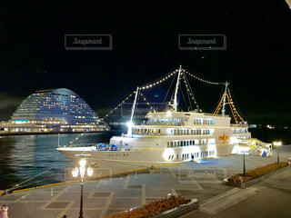 船と夜景の写真・画像素材[1700504]
