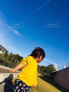 凧の飛行少女の写真・画像素材[1679085]