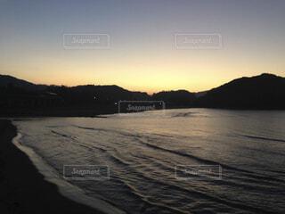朝焼けの空と海の写真・画像素材[1682294]