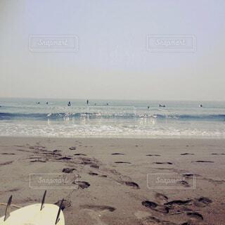 サーフボードと海の写真・画像素材[1683883]