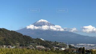 雲のかかった富士山の写真・画像素材[1682887]