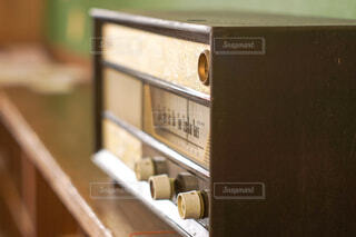 レトロなラジオの写真・画像素材[2115273]