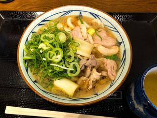 皿の上に食べ物のボウルの写真・画像素材[4201459]