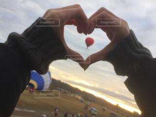 気球をハートで包み込むの写真・画像素材[1684549]