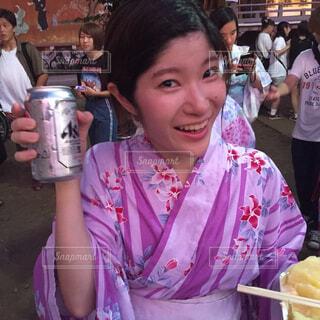 いくつかの料理を食べている女の子の写真・画像素材[1685373]