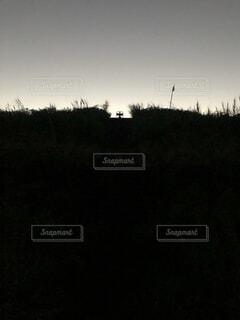 河川敷の十字架の写真・画像素材[4815615]