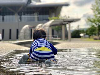 水と子の写真・画像素材[2367489]