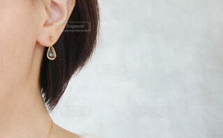 ピアスをつけた耳の写真・画像素材[1699752]