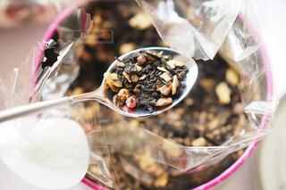 ブレンドされた紅茶の茶葉のアップの写真・画像素材[1699772]