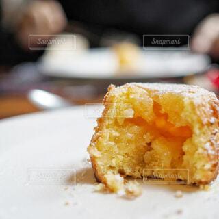 サクサクケーキの中はクリームの写真・画像素材[1705591]