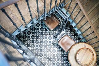 フレンチレストランのアンティークな螺旋階段の写真・画像素材[1706965]