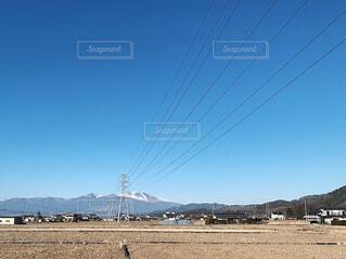 冬の田んぼと電線と浅間山の写真・画像素材[1717507]