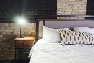 ホテルの枕元の写真・画像素材[1746019]