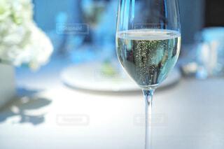 近くにワインのグラスのの写真・画像素材[1870920]
