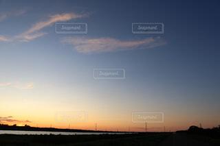 石狩川の上の夕日の写真・画像素材[2413040]
