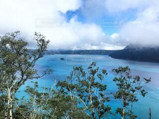 霧の摩周湖が晴れたの写真・画像素材[1688821]